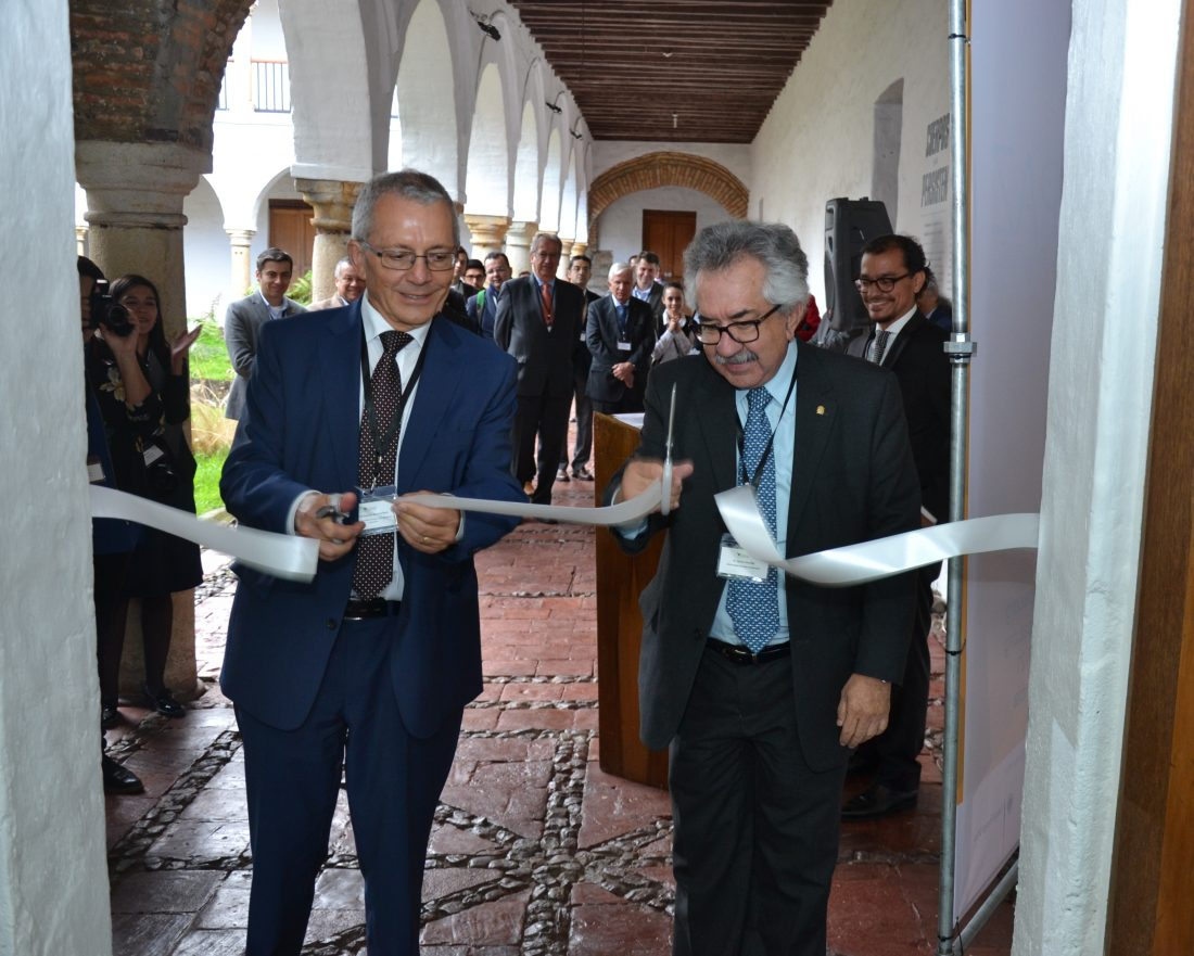 Michael Bock e Ignacio Mantilla de la UNAL en el corte de cinta de apertura de CAPAZ