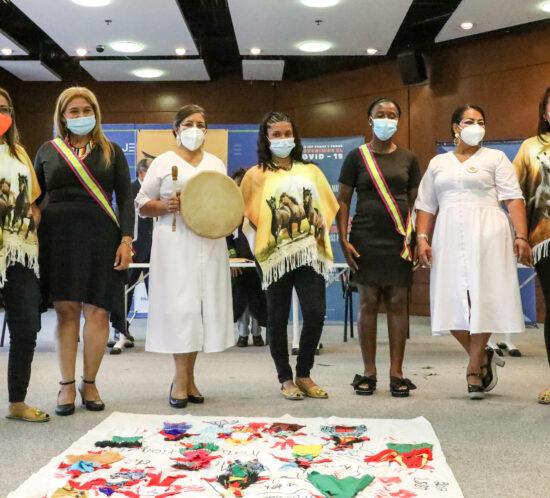 El 8 de junio de 2021, tres organizaciones de mujeres víctimas de violencia sexual entregaron sus informes ante la JEP. El proceso de elaboración y entrega de informes fue apoyado por CAPAZ y MAPP/OEA, esta última organización en acompañamiento de dos de los informes entregados.